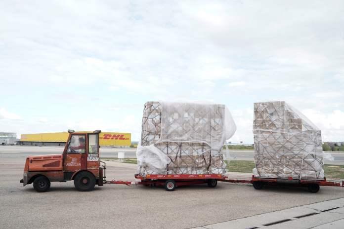 Llega a Barajas el primer avión de la Comunidad de Madrid con 58 toneladas de material sanitario 4