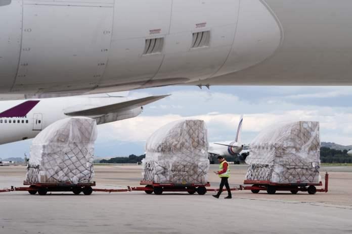 Llega a Barajas el primer avión de la Comunidad de Madrid con 58 toneladas de material sanitario 2