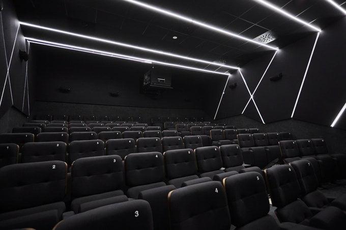 Cine-Embajadores-Interior