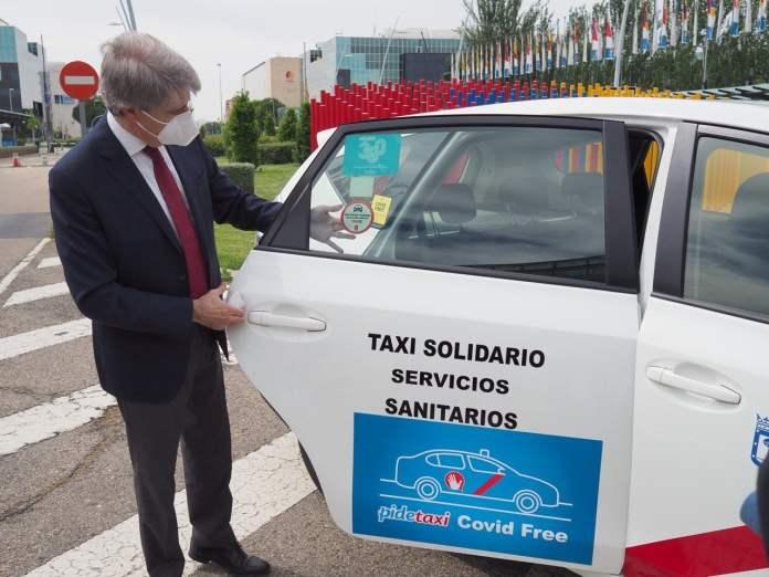 La 'medalla' que lucirán los taxis de Madrid 3
