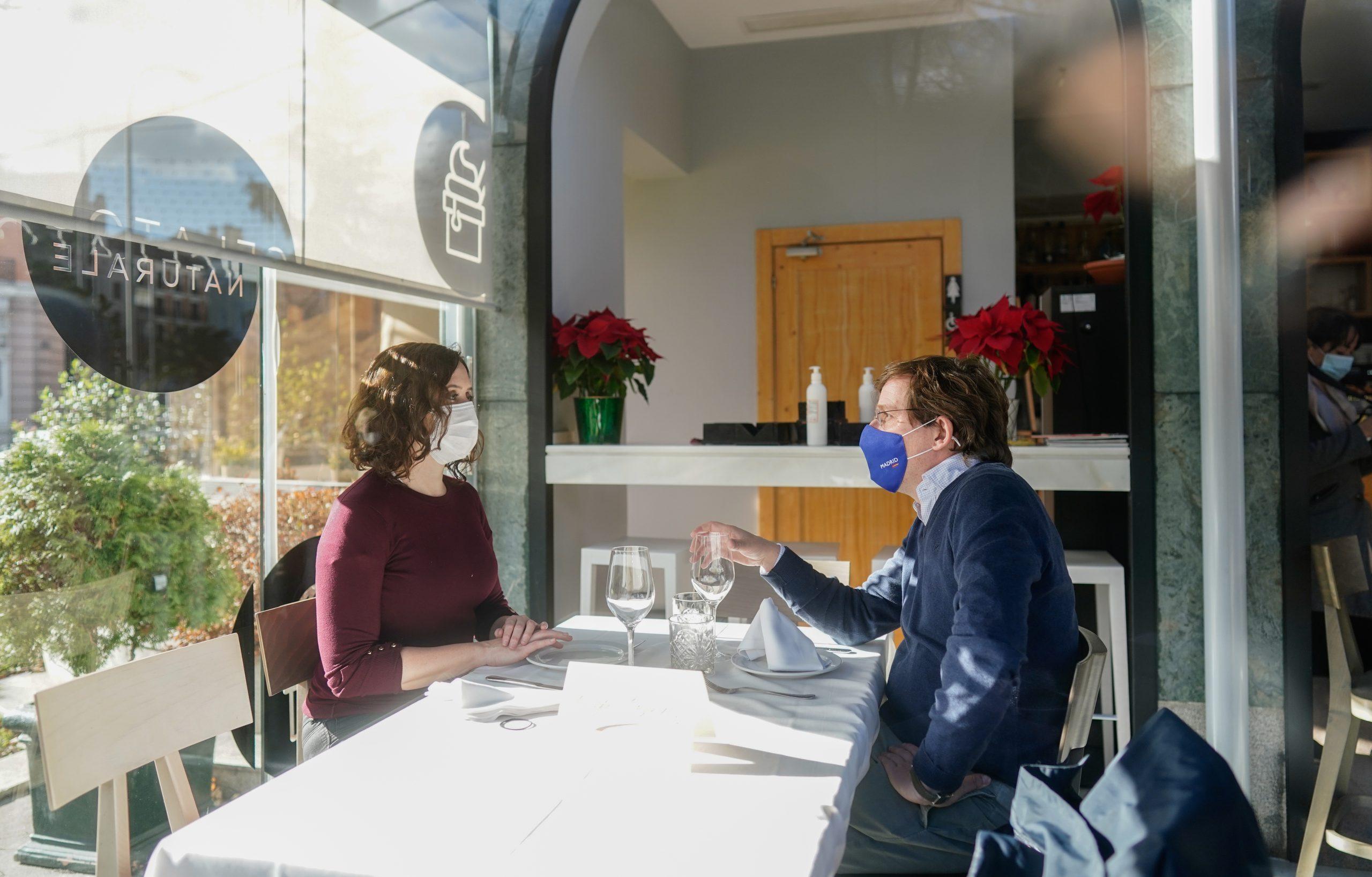 Díaz Ayuso y Martínez-Almeida: almuerzo de trabajo en el Café Gijón 3