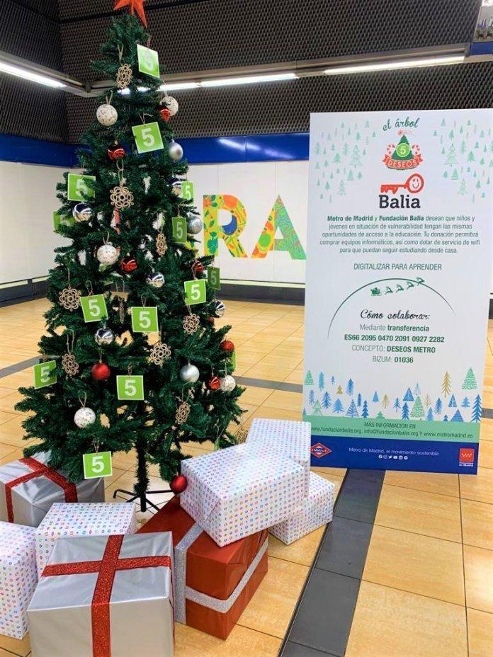 Un Metro, doce causas: un árbol de Navidad solidario en cada línea 6