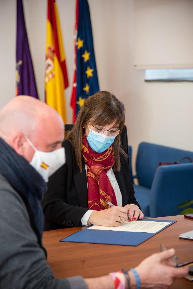 Pozuelo y Cáritas firman dos convenios para ayudar a los vecinos vulnerables 2