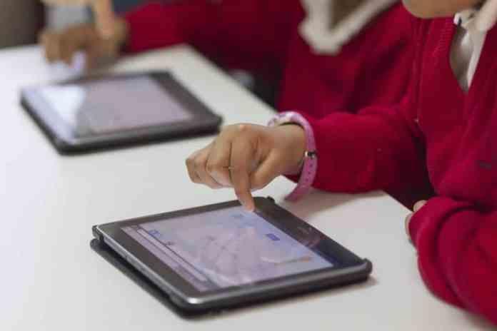 niños-tablets-1024x683