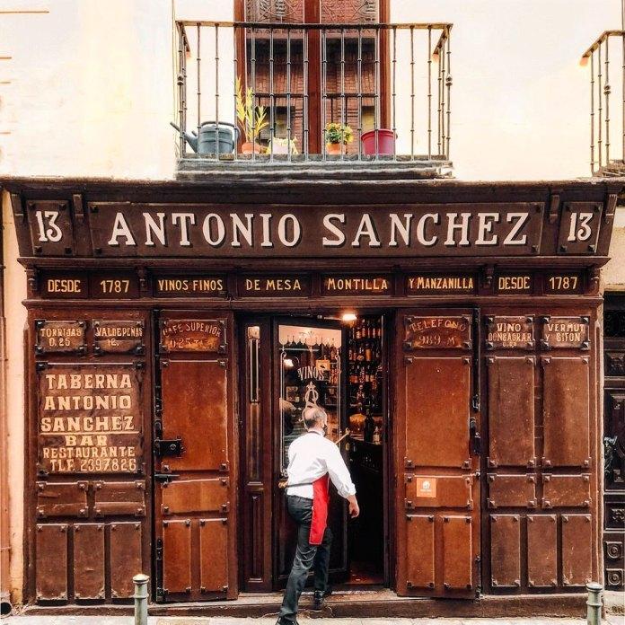Un vino centenario en la Taberna de Antonio Sánchez 1