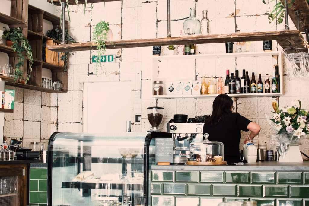 Licencia de actividad Bar Cafeteria barra degustacion 1024x683