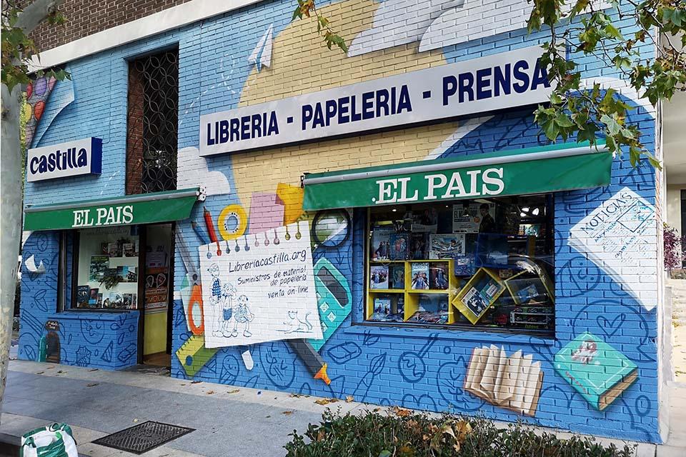 decoracion sobre fachada libreria papeleria madrid