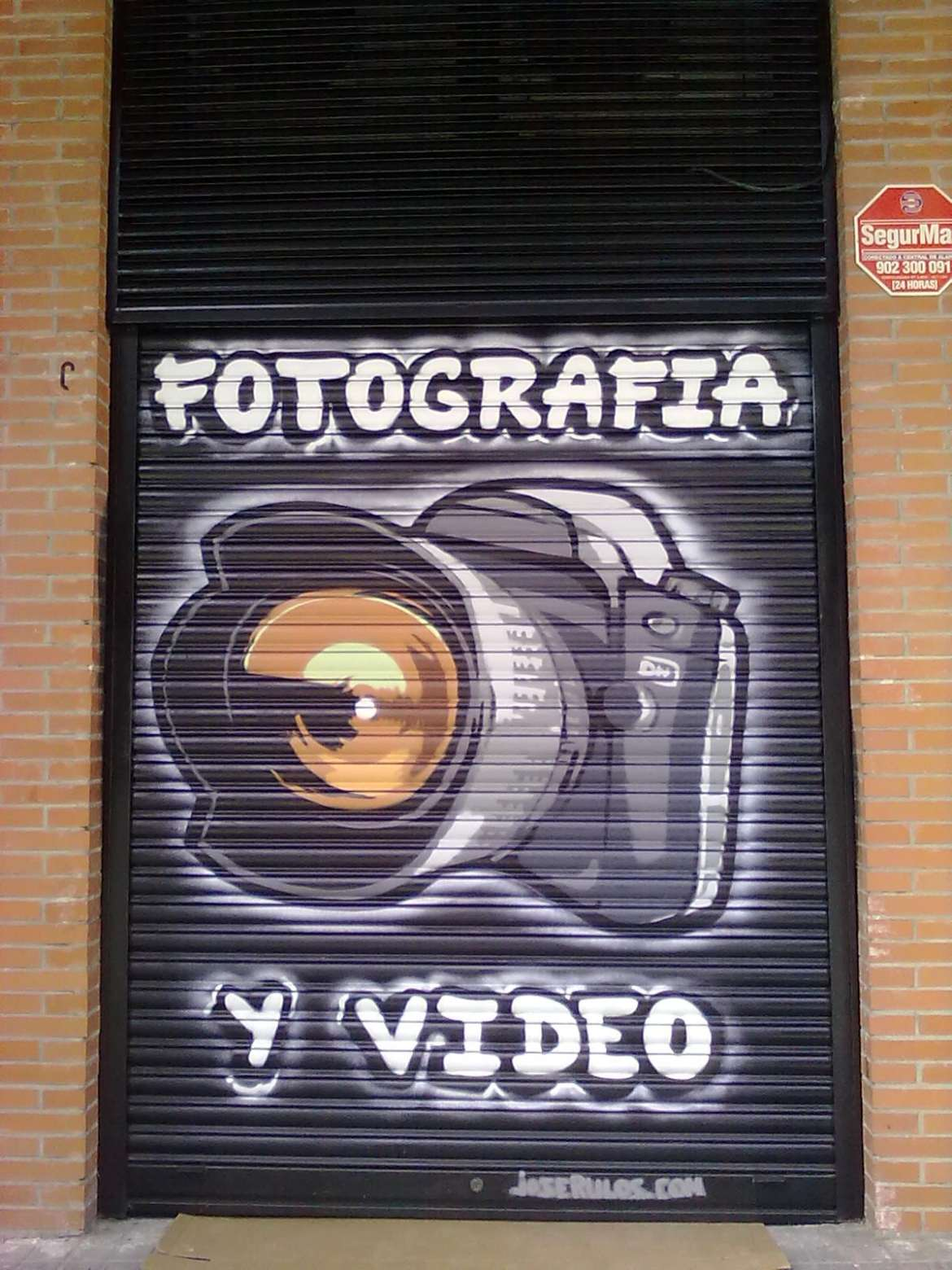 grafiti cierre local fotografia