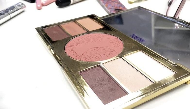 Neceser ideal de maquillaje neceser de maquillaje para principiantes productos en minitallas maquillaje paleta de sombras tarte