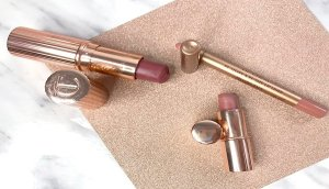 charlotte tilbury review maquillaje airbrush flawless finish opinion labiales charlotte tilbury opinicon pillowtalk 3