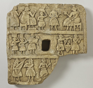 Placa. Diyala (Khafaje), Irak. Período dinástico arcaico II. Piedra | 20,4 × 20 × 4,2 cm. © Oriental Institute Museum, Chicago