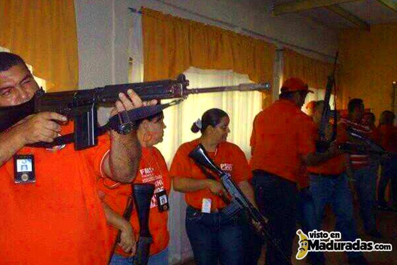 Violencia en Venezuela, colectivos armados
