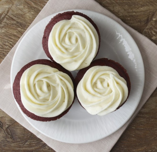 Gluten Free Red Velvet Cupcakes with Vanilla Bean Cream Cheese Frosting www.maebells.com