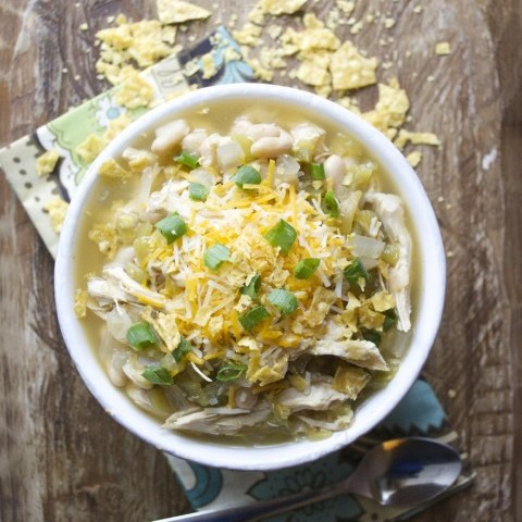 Slow Cooker White Bean Chicken Chili Verde #glutenfree #slowcooker www.maebells.com