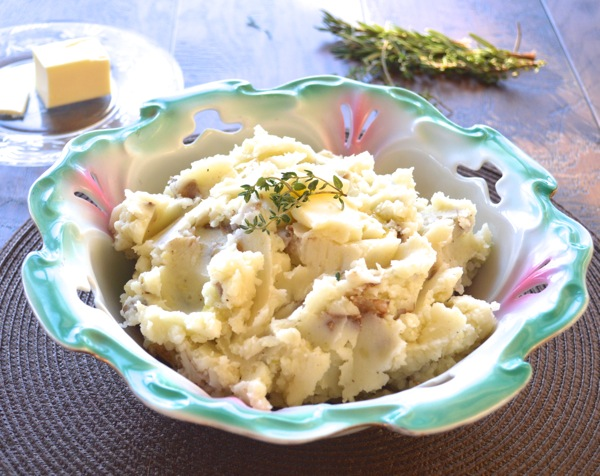 Mom's Mashed Potatoes, the only mashed potato recipe you will ever need! www.maebells.com