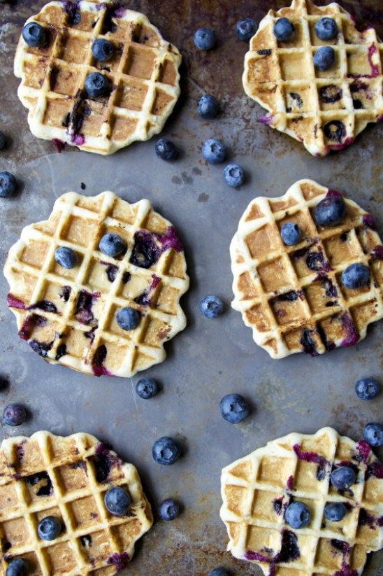 Blueberry Oatmeal Waffles. Super simple, healthy and totally gluten free! www.maebells.com
