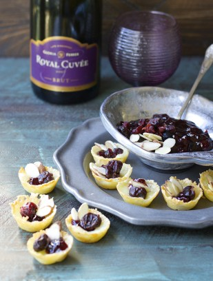 Cherry Almond Brie Bites! These delicious five ingredient appetizers are gluten free and SO GOOD!
