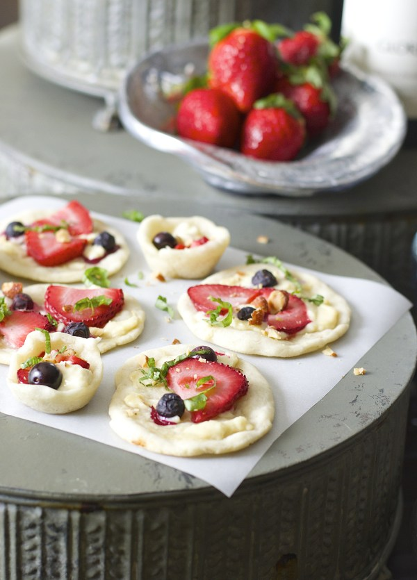 These light Strawberry and Honey Goat Cheese Bites are a simple yet elegant appetizer for Spring brunch!