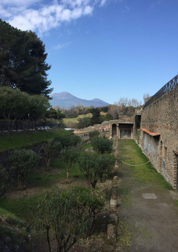 7 Things to Know Before Visiting Pompeii and Positano