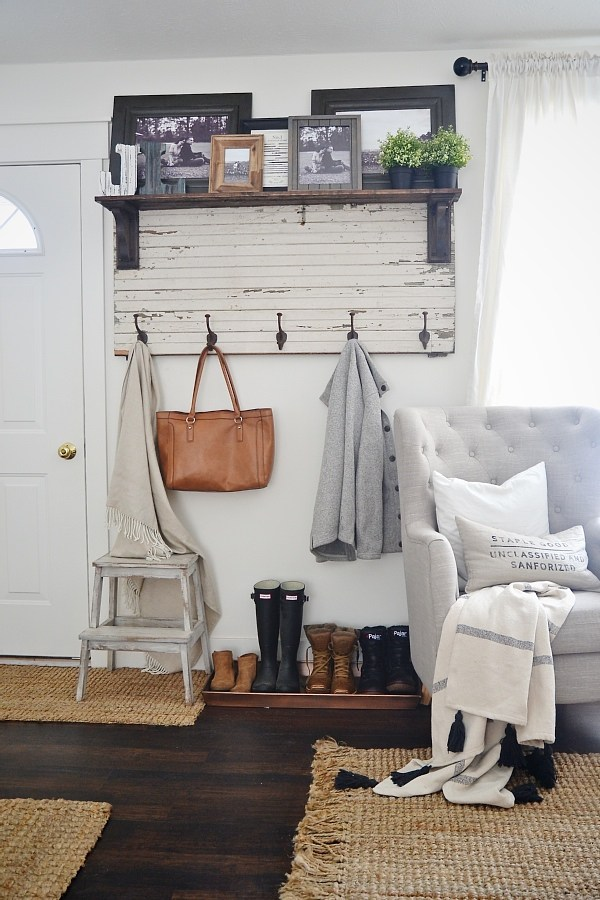 12beautiful and functional entryways to inspire you to tackle your own! #diy #fixerupper