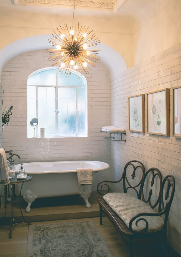 How to Maximize Your Space in a Small Bathroom