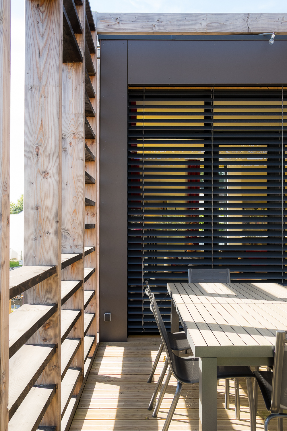 brise soleil terrasse great bois brise soleil et terrasse en ip villa particulier corse du sud. Black Bedroom Furniture Sets. Home Design Ideas