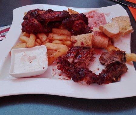 Chicken Wings, Spareribs und Fries - Eine tolle Vorspeise