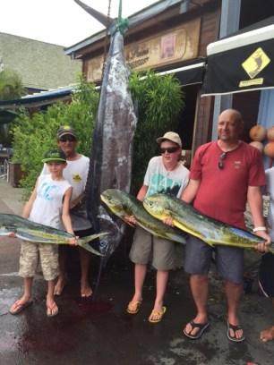 Un petit marlin bleu de 80kg et 3 jolies daurades sans compter une dizaine de petits thons pour cette petite famille .