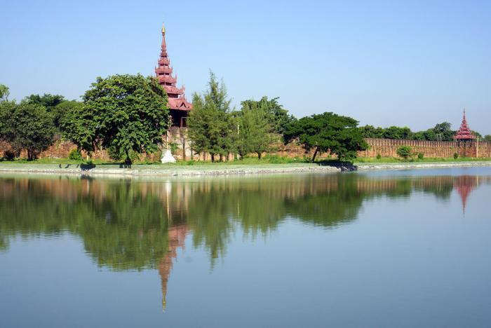 Le palais royal de Mandalay, depuis l'extérieur.