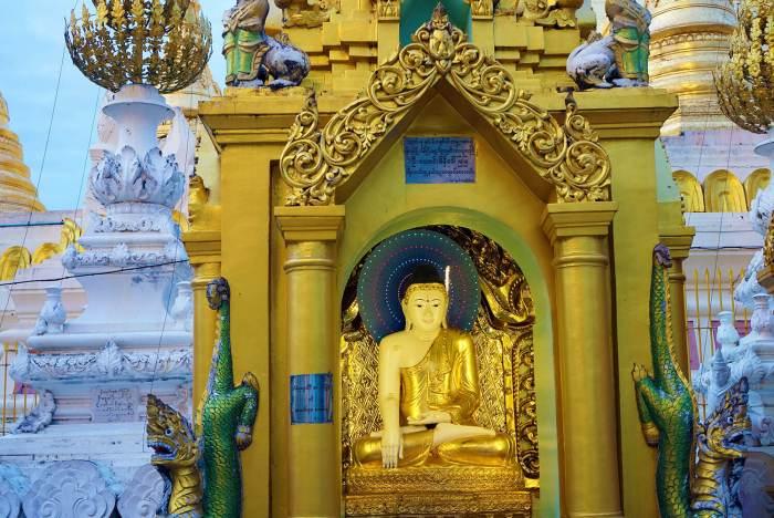 La pagode Shwedagon est un lieu magique, surtout à la nuit tombée.