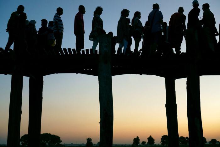 Coucher de soleil sous le u-bein bridge