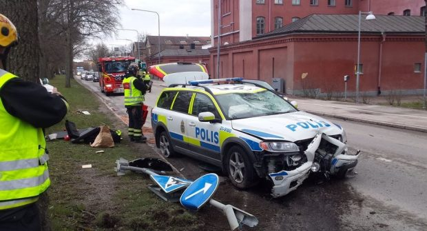 Poliser som inte får köra under utryckning