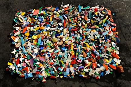 plastikm llskulpturen als zeichen gegen meeresverschmutzung magazin f r restkultur. Black Bedroom Furniture Sets. Home Design Ideas