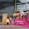 Flashmob vor dem Berliner Hauptbahnhof