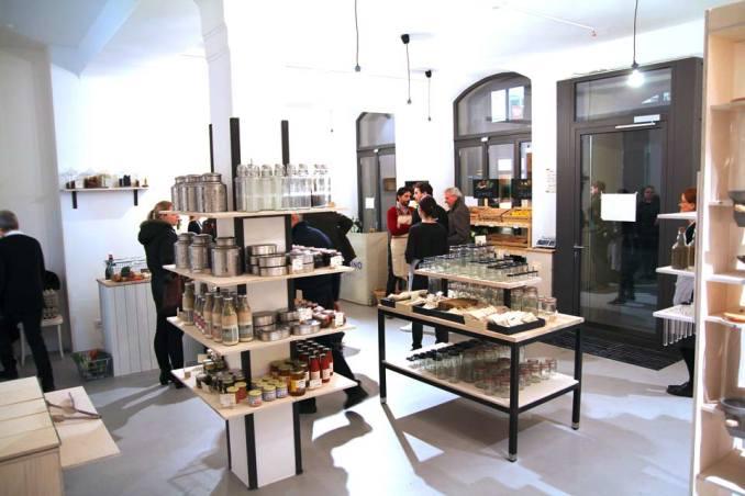 Bunte Verpackungen Fehlanzeige: Ein Blick in den Verkaufsraum von »Ohne München«