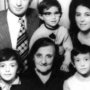 СТАРИ СПОМЕНИ: Екс-премиерот Никола Груевски и неговиот братучед Сашо Мијалков како деца !
