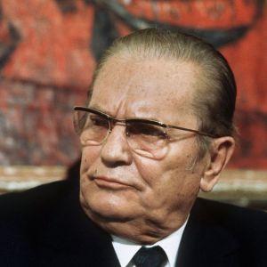 ОТКРИЕНА ГОЛЕМА ТАЈНА НА СФРЈ: Во сандакот на Тито не било изложено неговото тело