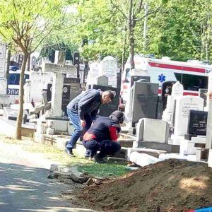 ХОРОР НА ГРОБИШТАТА ВО БЕЛГРАД: Мајката го посетила синот кој ненадејно се обеси- пронајдена мртва на гробот!