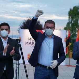 Мицкоски: Подавам рака за обединување и рушење на оваа влада