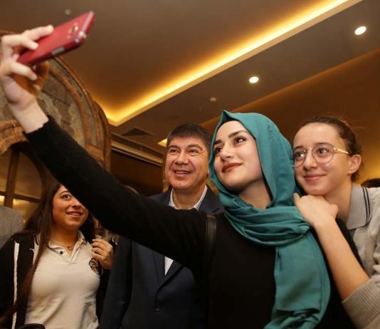 Lonicera hotel, tiyatro, Menderes Türel, Başkan Türel, Lonicera'da öğrencilerle tiyatro izledi