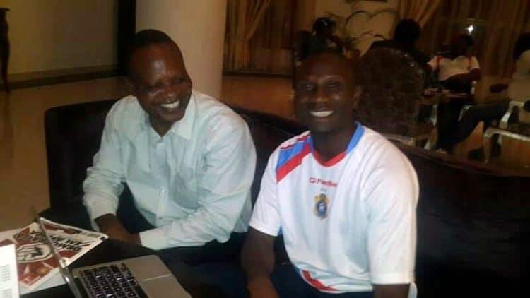 A Luanda: Ibenge et le journaliste Georges Nsimba (Archives S.Tungila)