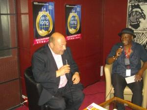 Monique Mbeka en entretien avec Louis Héliot.