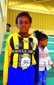 Ilyana Bavueza, footballeuse d'Athis-Mons et l'équipe U13 du District de l'Essonne