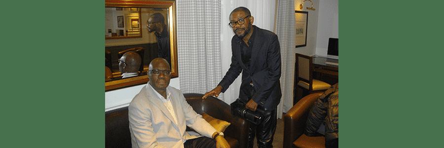 L'écrivain Kama Sywor Kamanda et notre reporter d'images Wazule Gbukuzulu