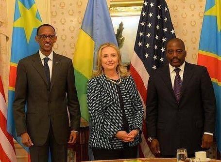 """L'Américaine Hillary Clinton avec Paul Kagame et Joseph """"Kabila"""": le trio contesté."""