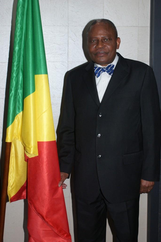 Le leader politique congolais Benoît Koukebene avant l'interview télévisée.