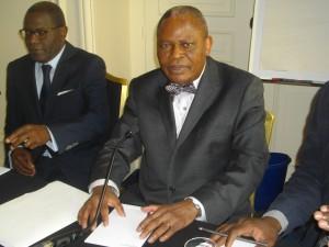 L'homme d'Etat Benoît Koukebene et l'avocat Eric Pantou (lunettes).