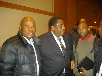 Lilo Miango(g.),ambassadeur Miguel Oyono et les journalistes TV Canal 2 (Golf et Nicolas Abena).