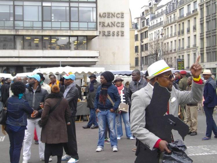 Place de la Bourse, Paris, samedi 9 avril 2016 : des manifestants de la diaspora africaine.