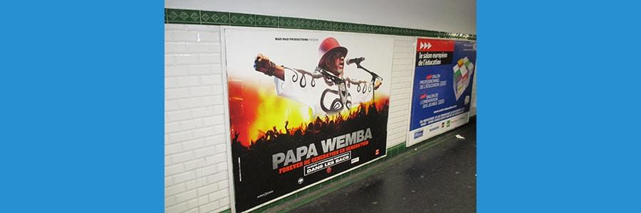 Vu dans un couloir du métro à Paris.